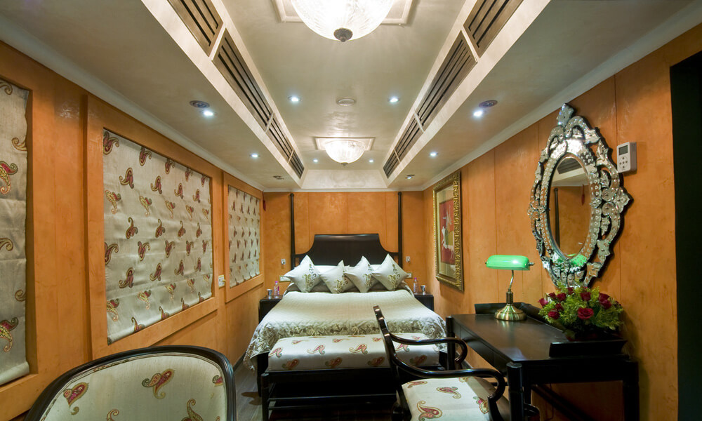 Super Deluxe Cabin - Palace on Wheels India