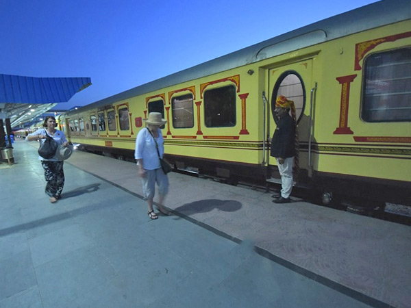Guests Arriving at Palace on Wheels